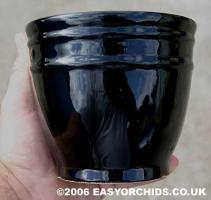 black_ceramic_vase_thing.jpg